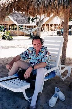 Johnny Cash in Jamaica Johnny Cash June Carter, Johnny And June, Country Music Stars, Country Music Singers, Soul Music, Music Love, Musica Country, Music Documentaries, Famous Singers