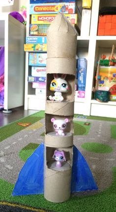 Cohete carton papel higienico hecho por Ines. Higienic roll paper rocket made by Inés