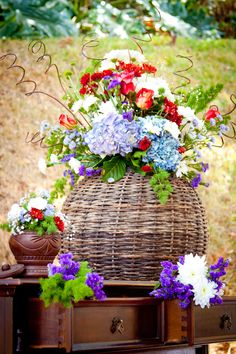 Inspiracao para casamento rustico Rustic wedding decor with blue flowers #bluedecor #rusticwedding #blue #rustic #decoration