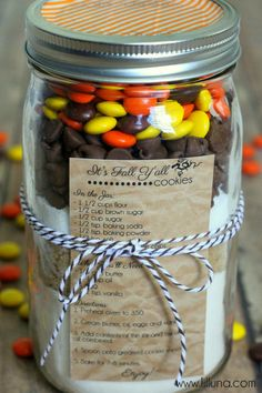 Fall Cookies in a Jar Gift ~ so cute and easy... free printable Recipe...this is it!! This is the favor!! I hope everyone loves Reese's pieces!!