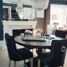 #livingroom #princessspisestuestolsort #lonispeil #pearllampe #newyorkspisebord #magnoliavase #sjakkbrett #interiør #interior4all #interiorinspiration #interior #interiør #interior125 #sommer #godhelg #stue