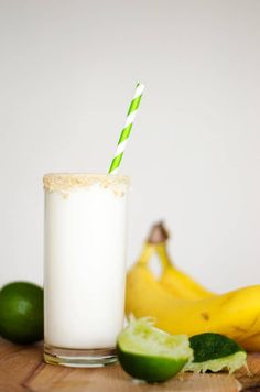 This healthy Key Lime Pie Smoothie recipe is creamy, tangy, and a delicious way to start your day (plus it's a dead ringer for the classic dessert!) It's a healthy smoothie idea that's great as a quick breakfast or flavor packed and healthy dessert. Liquid Lunch, Nutritious Smoothies, Classic Desserts, Key Lime Pie, Vegan Options, Whole Food Recipes, Healthy Recipes, Eat