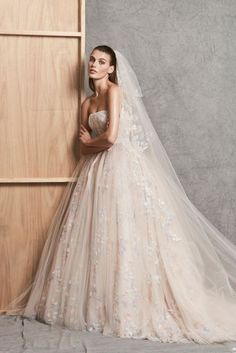 Princess Diaries 18 Ott Wedding Dresses From Autumn 2018 For The Bride Who Dares To Dream