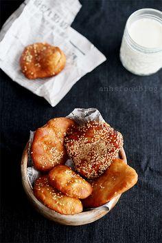 Mini banh tieu (Asian fried sweet sesame donut)