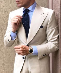 summer mens fashion which is trendy. Moda Formal, Brown Suits, Summer Suits, Latest Mens Fashion, Suit And Tie, Gentleman Style, Mode Style, Mens Suits, Tan Suit Men
