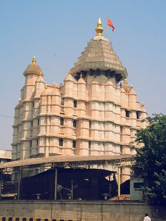 The #Siddhivinayak Temple in Mumbai - It is believed that all your wishes come true if you pray here.