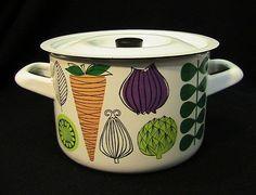 kaj franck for arabia Finland Vintage Enamelware, Vintage Kitchenware, Vintage Dishes, Scandinavia Design, Kitchen Necessities, Vintage Interiors, Scandinavian Home, Mid Century Design, Finland