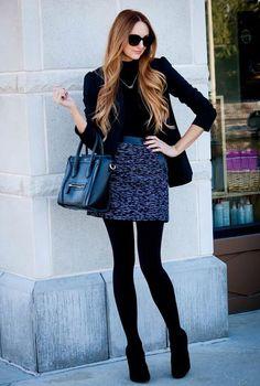 Conjunto falda azul marino, camiseta ajustada y americana negra #conjuntomoda #modafemenina #ropamujer #modainvierno #combinarropa