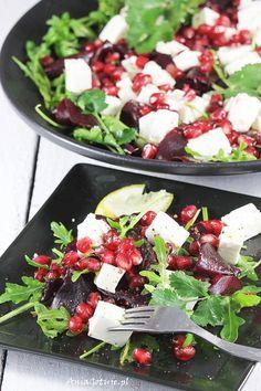 Sałatka z pieczonych buraków z fetą Healthy Salad Recipes, Fruit Recipes, Healthy Snacks, Healthy Eating, Good Food, Yummy Food, Supper Recipes, Food Porn, Food And Drink