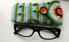 LuzPatterns.com Aqua leaves glasses case pattern giveaway #patterngiveaway #crochetpattern