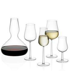 ESSENCE PLUS - Serie - Essence Plus, eine Reihe von vier schlichten Weingläsern, ändert Art und Weise, wie wir über Weine reden, indem Sie den Fokus von der Farbe auf dem Charakter verlegt. Die sorgfältig gestaltete Form des runden Kelches bringt die Harmonie jedes Weines ungeachtet der Traube zum Vorschein. Sie müssen nur noch Ihren Liebligswein auswählen.