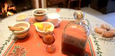 La mistela es un licor de sabor dulce elaborado a partir de aguardiente que se viene haciendo de manera artesanal y desde hace muchísimo tiempo en Pujerra, donde es consumida en distintos eventos y forma parte de la gastronomía típica de la localidad. Ingredientes de la Mistela: Catalina Sibajas, vecina de Pujerra y experta en …