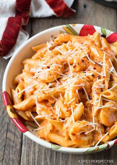 Instant Pot Shrimp Pasta with Vodka Sauce - A simple recipe demonstrating How to Cook Pasta in a Pressure Cooker. Shrimp, penne, and creamy tomato sauce Easy Pasta Recipes, Sauce Recipes, Cooking Recipes, Cooking Pork, Cooking Games, Party Recipes, Spicy Pasta, Shrimp Pasta, Pressure Cooker Recipes Pasta