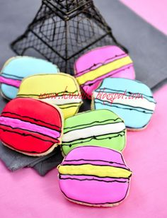 Decorated French Macaron Cookies http://www.hanielas.com/2012/01/decorated-french-macaron-cookies.html