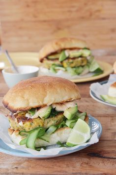 I Quit Sugar – Mexican Fish Burgers with Paprika Mayo Source Fish Recipes, Seafood Recipes, Mexican Food Recipes, Healthy Recipes, Savoury Recipes, Quick Recipes, Fish Burger, Fish Sandwich, Gourmet Burgers