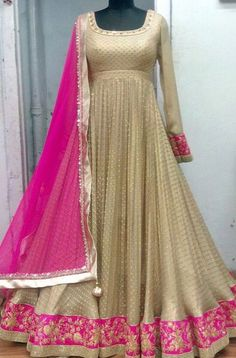 😍 Source by hkaurgill Party Wear Indian Dresses, Desi Wedding Dresses, Pakistani Formal Dresses, Party Wear Lehenga, Indian Gowns Dresses, Indian Bridal Outfits, Dress Indian Style, Indian Designer Outfits, Bridal Anarkali Suits
