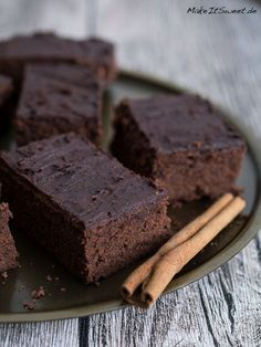 Ein Rezept für Schokoladen Brownies mit Zimt. Die Brownies schmecken sehr schokoladig und süß und haben eine leichte Zimtnote,