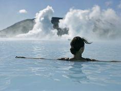 #Islandia restaurantes y clubes en #Reykjavik bañarse en los lagos termales de #LagunaAzul visitar el glaciar #Vatnajökull admirar cataratas como #Dettifffos y # Gulfoss