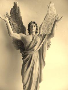 Archangel Metatron www.engelenomjeheen.nl