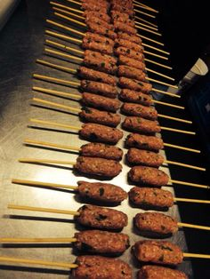 www.waargenoegen.nl Sausage, Cookies, Meat, Desserts, Food, Crack Crackers, Tailgate Desserts, Biscuits, Meal