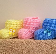 Baby Booties Knitting Patterns Free Knitting Pattern for Crocodilly Moc Booties – These booties feature a cuffs that use a knit version of the crocodile stitch. Designed by Kris Basta at Kriskrafter. Pictured project by minky Baby Knitting Patterns, Baby Booties Knitting Pattern, Crochet Baby Booties, Baby Patterns, Free Knitting, Crochet Patterns, Knitted Baby, Free Crochet, Hat Crochet
