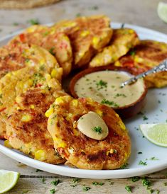 Veggie fritters with corn, bell pepper & chickpeas! These vegan corn fritters are healthy, vegan (egg-free), gluten-free, and easy. Vegan Corn Fritters, Chickpea Fritters, Vegetarian Recipes, Cooking Recipes, Healthy Recipes, Vegan Patties, Chickpea Patties, Veggie Sandwich, Sandwich Cream