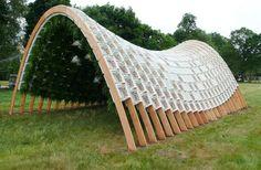 Un jardín vertical hecho con cajones de leche reciclados - http://www.jardineriaon.com/un-jardin-vertical-con-cajones-de-leche-reciclados.html