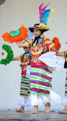 Nicaragua - Traje del Mestizaje, lace and ribbon enagua, fancy huipil