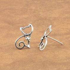Silver Cat Stud #Earrings in Just $2.99 With Free shipping and 14 Days return.
