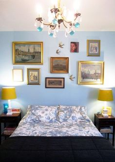 I love this blue/yellow combination. It's similar to my apartment's color palette.