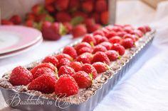 Crostata ai frutti rossi e chantilly agli agrumi è un dessert fresco e goloso realizzato con pasta frolla, crema chantilly agli agrumi, fragole e lamponi.  #recipe #ricetta #strawberry #raspberry #cake