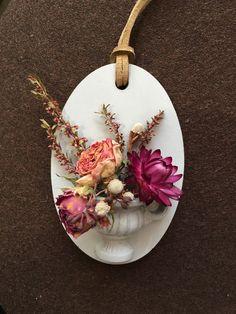 왁스타블렛 석고타블렛 waxtablet dryflower Aromatherapy Candles, Beeswax Candles, Candle Wax, Diy Candles With Flowers, Dried Flowers, Homemade Scented Candles, Wax Tablet, Diy Wax, Scented Sachets