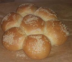 Εξαιρετικό ψωμάκι Μαργαρίτα πολύ αφράτο Hamburger, Sweet, Breads, Brot, Candy, Bread Rolls, Bread, Burgers, Braided Pigtails