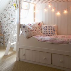 Fairy Lights in Girls Bedroom: Interiors