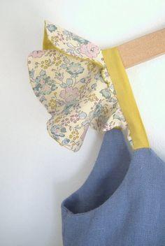 """Gratuit ! Tuto des bretelles """"papillon"""", variante du top et de la robe ONDINE.Les bretelles triangulaires du modèle initial laissent la place à des mancherons volantés.Ces vo…"""