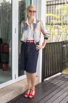 40+Style Casual Summer Style Challenge – look 4 – Combining a bomber jacket with a skirt