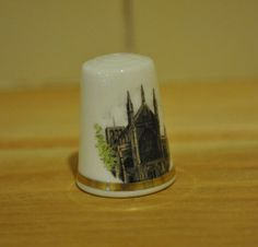 Vintage Royal Worcester - Wincester Cathedral - Historical - China thimble…