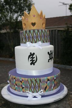Love this Kente Inspired Cake. Cake by: Maame Sam : Love this Kente Inspired Cake. Cake by: Maame Sam Ghana Traditional Wedding, Traditional Cakes, African Wedding Cakes, African Cake, Diva Cakes, Cake Accessories, 30 Birthday Cake, Food Artists, Valentines Day Cakes