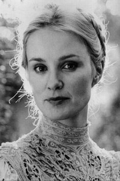 Jessica Lange...I can't help but pin her more than once...her face is so pretty in this picture