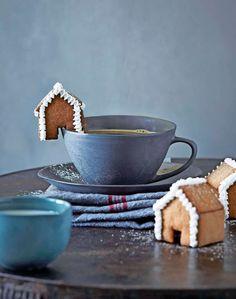 Servera de söta husen med en kopp kaffe, eller varm choklad. Uppskattas av alla åldrar! Foto Susanna Blåvarg.