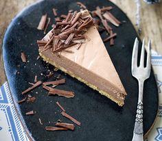 Cremet chokolade-cheesecake med hvid og mørk chokolade Espresso Cake, Chocolate Mousse Cake, No Bake Cheesecake, Something Sweet, Cheesecakes, Real Food Recipes, Deserts, Favorite Recipes, Sweets