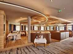 🍴 Im Bergland Design- und Wellnesshotel Sölden wurde das Restaurant neu renoviert. Gefällt es euch auch so gut wie uns?? 😍😍  #leadingsparesorts #bergland #sölden #tirol #wellness #spa #beauty #restaurant #gourmet #kulinarik #neu #renoviert #modern #design Wellness Hotel Tirol, Wellness Spa, Design Hotel, Das Hotel, Pergola, Outdoor Structures, Restaurant, Modern, Beauty