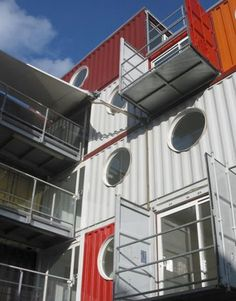 A closer look at Container City II, which offers unique spaces to stir creativity and collaboration.    Read more: http://www.thedailygreen.com/green-homes/latest/shipping-container-homes-460309#ixzz1zyauktl4    Shipping Container Homes - Cargo Container Houses - The Daily Green