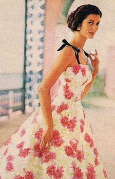 1957 women's fashion dress