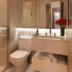 Espelho com luz indireta e o tom de madeira clara criam um toque sofisticado no lavabo ! #chrissilveira #arquitetosassociados #decor #decora #decorar #decoracao #design #designdeinteriores #designerdeinteriores #interiors #interiordesign #interiores #home #homedecor #homedesign #bathroom #wood #light #instahome #instadecor #instadesign