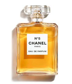 Discover the CHANEL Eau de Parfum fragrance, a floral bouquet enhanced with Citrus notes and voluptuous Vanilla. Perfume Chanel, Chanel N5, Perfume Diesel, Chanel Beauty, Best Perfume, Perfume Bottles, Coco Chanel, Popular Perfumes, Skin Products