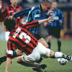 Dos leyendas del fútbol #9onaldo #Maldini.