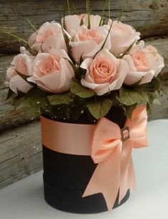 Centerpieces and floral arrangements with roses- Centros de mesa y arreglos florales con rosas Centerpieces and floral arrangements with roses - Flower Box Gift, Flower Boxes, Flowers In A Box, Deco Floral, Arte Floral, Rosen Box, Valentines Flowers, Flowers For Birthday, Valentine Nails