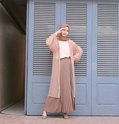 Modest Fashion Hijab, Muslim Fashion, Fashion Outfits, Ootd Hijab, Hijab Outfit, Your Girl, Role Models, Couple, Skirts