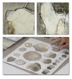 Neben den beiden Bildern, die in der Staub-Technik entstehen, zeigt Ines Hildur wie sie konzeptionell an die Bildfindung geht.